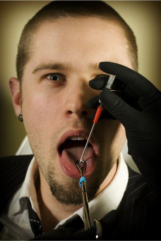 Piercing Stechen Zunge